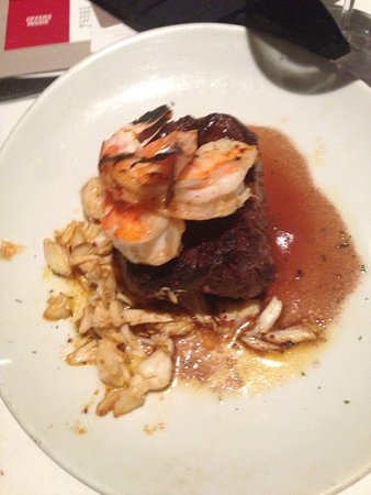 Fleming's Prime Steakhouse & Wine Bar: Filet with Lump Crab and Shrimp