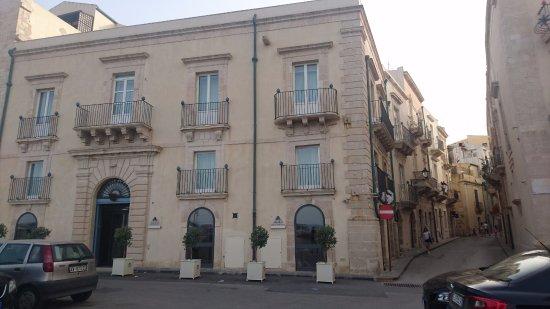Algila Ortigia Charme Hotel: Front of hotel