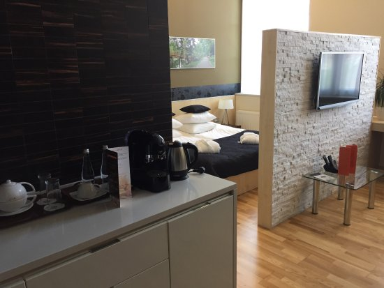 La salle d eau la chambre le coin salon bureau un coin cuisine que l
