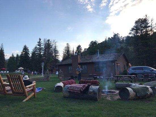 Glacier Lodge : Cowboy Brad live music on Thursday night