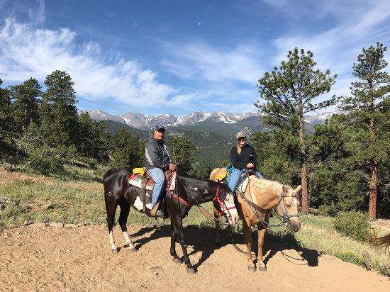 Glacier Lodge : 1.5 hour horseback ride with Cowpoke Corner on-site ranch