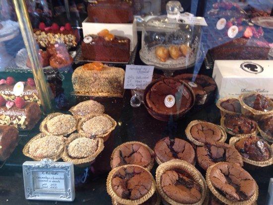 Un salon de thé de renom avec des gâteaux appétissants mais peu ...