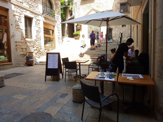 Mesas De La Terraza En El Barrio Antiguo Picture Of El Pou