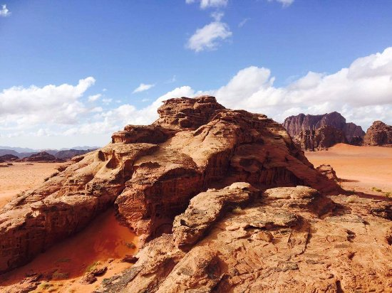 Wadi Rum, Yordania: Wriggle your toes in the famous red sand