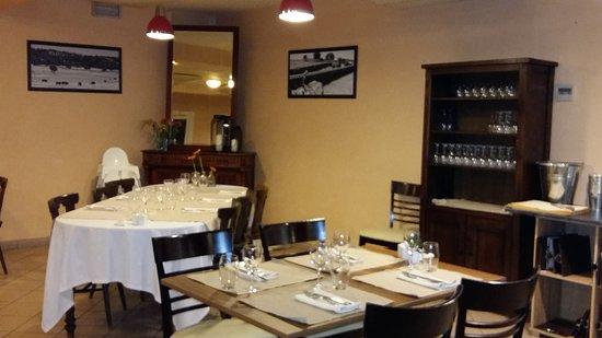 Tosse, فرنسا: Nouveaux propriétaires. Une salle sobre très agréable