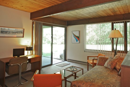 The Cottage B&B: The Modern Suite is one bedroom and pet friendly