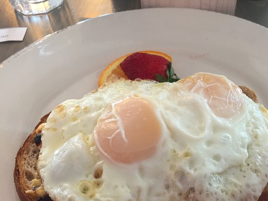 Flatts Village, Βερμούδα: Croque Madame - they only had the Monsieur on the menu but were willing to add the egg.