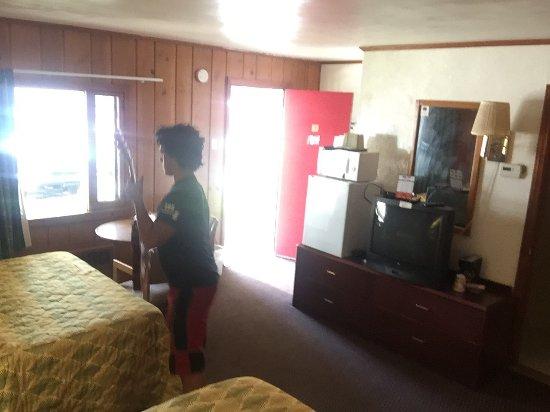 Cadillac, MI: Room #17