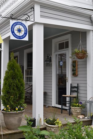 Stonington, CT : Quaint porch entrance...treasures inside!