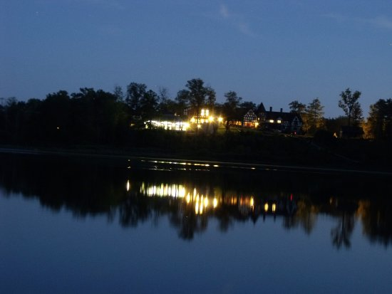 Newbury, Ohio: Punderson Manor from the camp grounds