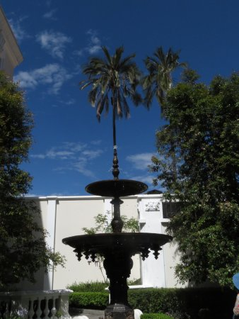 Casa Gangotena: Fountain on the grounds