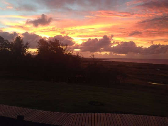explora Rapa Nui - All Inclusive: Sunrise view from the dining room