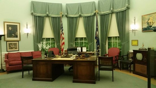 Independence, MO: Harry S. Truman Presidential Library, replica oval office