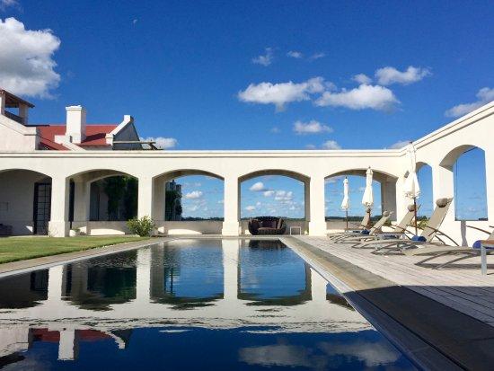 Estancia VIK Jose Ignacio: Stunning uncrowded pool.