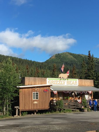 Denali Grizzly Bear Resort: Country store