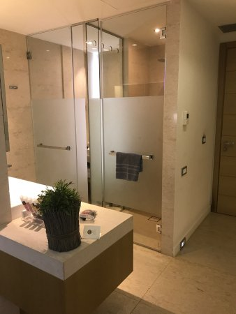 cavo olympo luxury hotel spa adult only salle de bain ouverte sur chambre