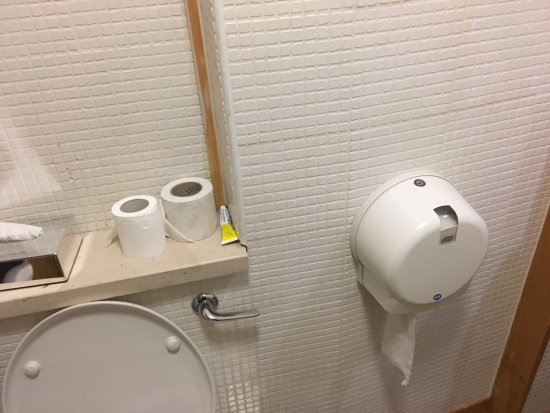 Delphi Resort: Choice of toilet paper. But odd to lock some up for a four star resort.
