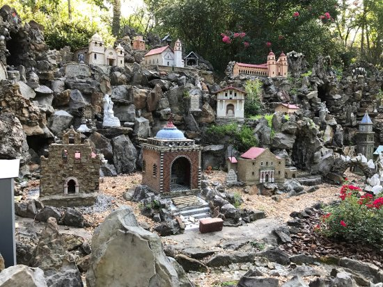 Ave Maria Grotto: Various monuments