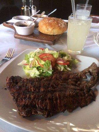 La Vaca Argentina: Arrachera de 500gr con ensalada