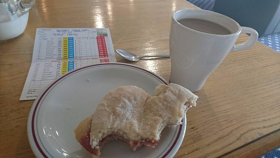 Coldstream, UK: Bacon roll & coffee before tee off.