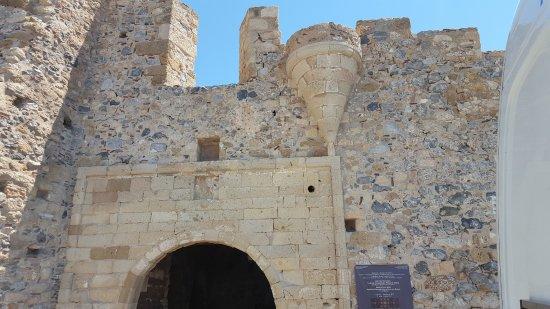 La porta monemvasia fortress for La porta media