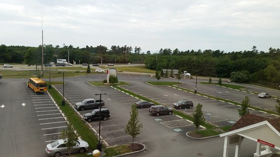 Wareham, Массачусетс: view from Room 415 - front parking lot