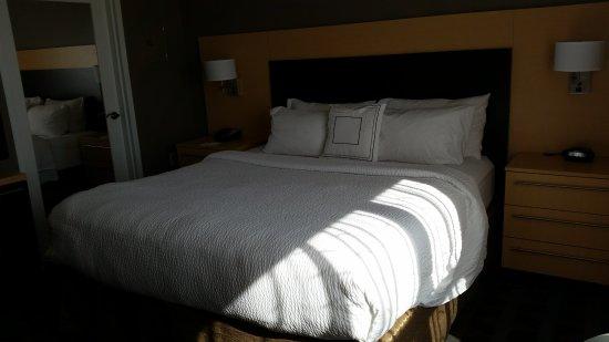 Wareham, MA: Room 415 King Bed
