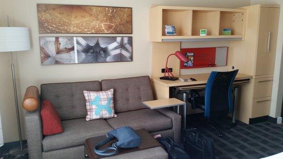 Wareham, MA: Room 415 Sitting & work area