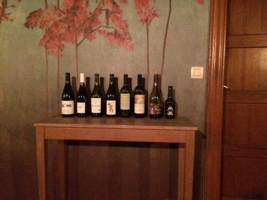 Beersel, België: De selectie wijnen