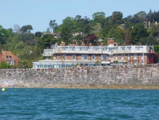 Livermead House Hotel : View of the hotel from the sea