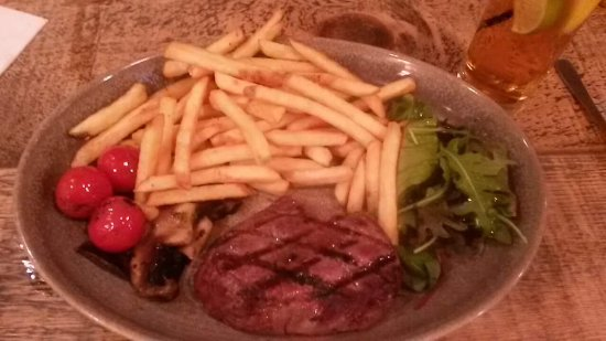 Burgess Hill Inn: Steak and chips - good size portions and steak cooked exactly as requested.