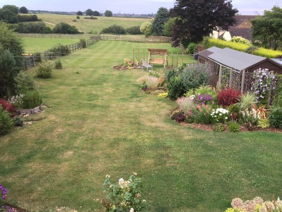 Brackley, UK: The lovely large rear garden