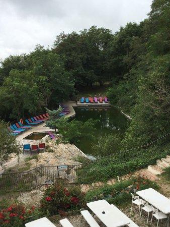 Verdun-en-Lauragais, France : Séjour juillet 2017 piscine naturelle vue du quartier des champignons et Lola