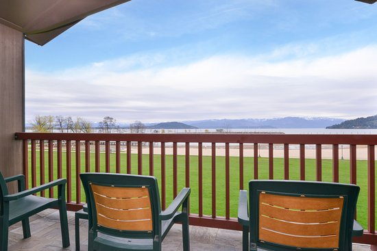 Sandpoint, ID: All rooms overlook the water
