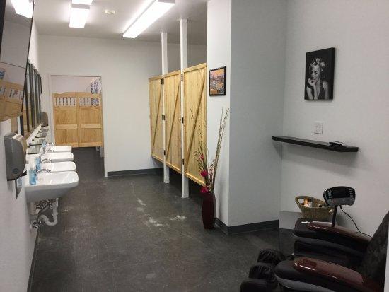 Wapiti, Вайоминг: massage chair and television
