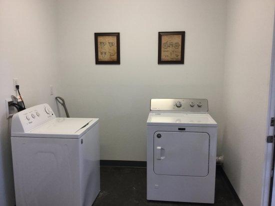 Wapiti, Вайоминг: laundry room for a small charge