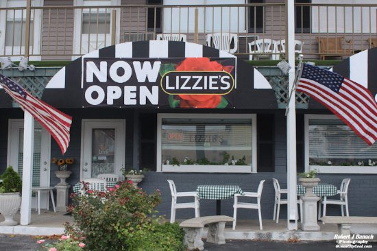 Lizzie's Cafe & Bistro 142nd St : Outside dining at Lizzie's Cafe & Bistro...  #oceancitycool