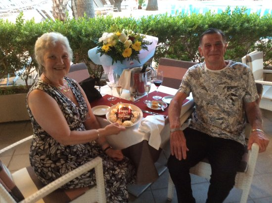 Protur Palmeras Playa Hotel: Cake and champagne from staff at Italian night at pool bar for my 70th birthday