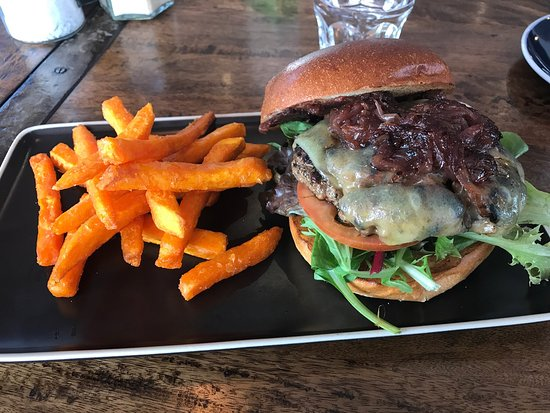 Edge Hill, Australia: July 2017, Tablelands beef burger