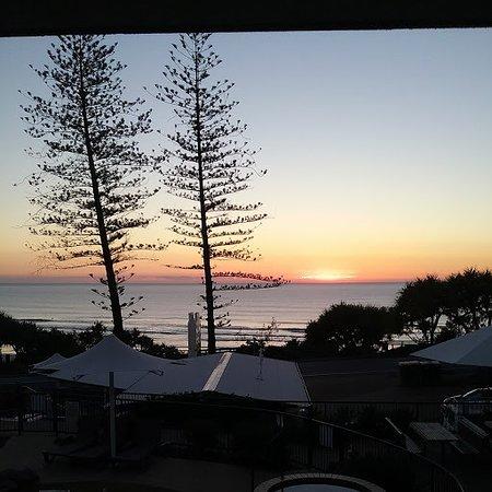 Coolum Beach, Avustralya: Sunrise from Ocean View room balcony