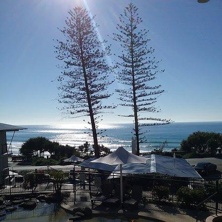 Coolum Beach, Avustralya: Morning photo from Ocean View room balcony
