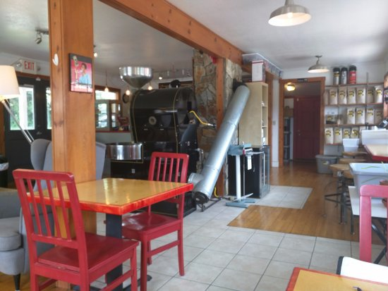 Dynamite Roasting Company : Bright and open space.