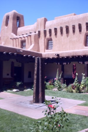 New Mexico Museum of Art: Even the building is art☺