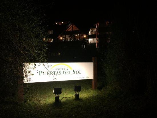 Hosteria puerta del sol villa la angostura argentina for Resort puertas del sol precios