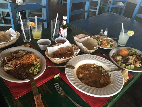 Las Rocas Resort & Spa: Dinner at las Rocas is getting better and better.