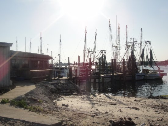Atlantic Beach, FL: fishing boats docked at the restaurant