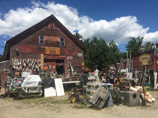 Searsport, ME: Treasures & Trash Barn