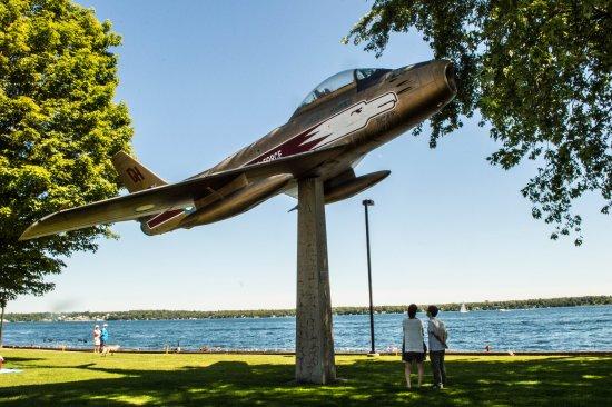 Don's Fish & Chip Shop: Sabre on pylon, Blockhouse Island park