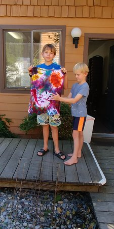 Hope, ID: Tye-Dye t-shirt activities