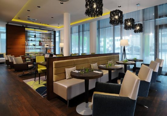 Courtyard by Marriott Cologne: The Bistro – Dining & Lounge Area